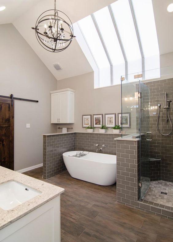de natuur in je badkamer met houtlook tegels en planten, Badkamer