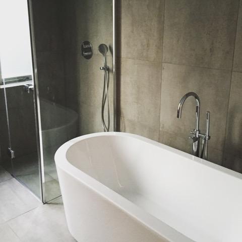 glazen-douchewand-voor-licht-en-ruimte