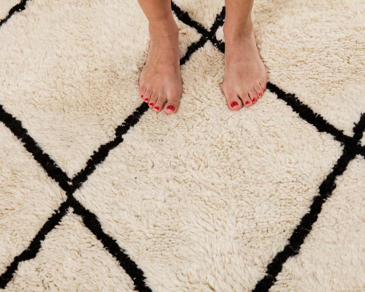 mooie-voeten-beni-ourain-tapijt
